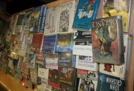 Prodej vyřazených knih a časopisů pokračuje
